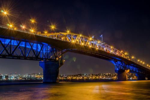 ハーバーブリッジの夜景(オークランド)