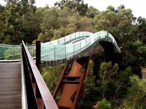 キングスパークのガラスの橋