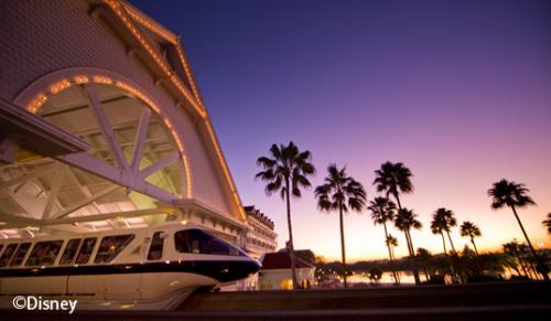 ディズニー・グランド・フロリディアン・リゾート&スパ リゾート内を走るモノレール