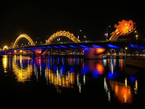 ダナン:ドラゴン橋 夜景