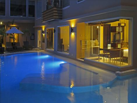 ツーシーズンズホテル プール イメージ