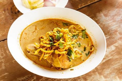 カレースープの麺料理 カオソーイ