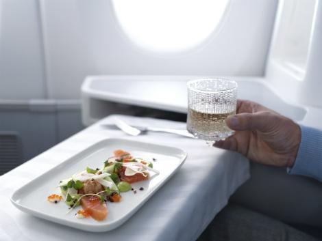 フィンランド航空 成田線:ビジネスクラス 機内食イメージ