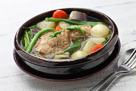 フィリピン:酸っぱさがクセになるスープ シニガン