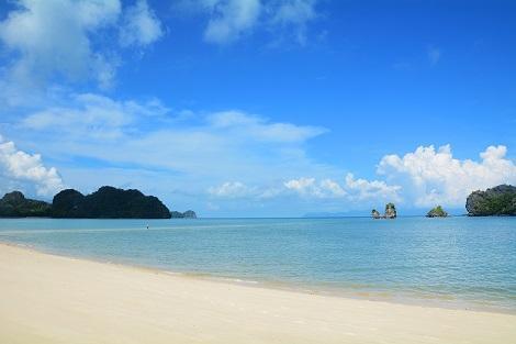 ランカウイ:白砂の美しいビーチ タンジュン・ルー