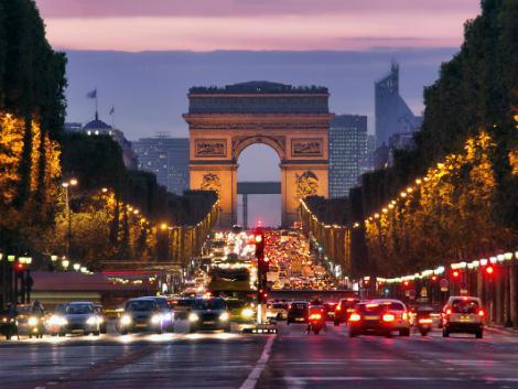 ◇◎パリ:シャンゼリゼ通りからの凱旋門
