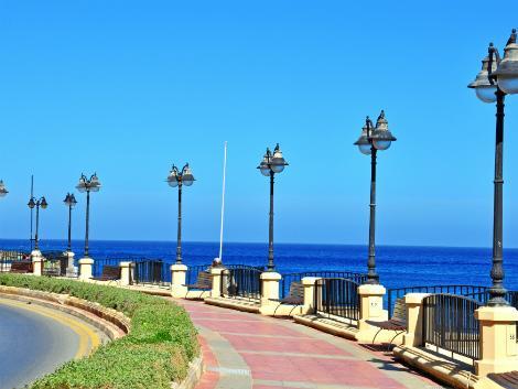 ◇◎マルタ(セントジュリアン地区):セントジュリアンビーチ沿いの道