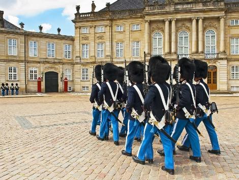 ◇コペンハーゲン:アマリエンボー宮殿の衛兵