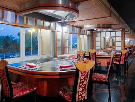 ドバイ:ホテル リビエラ レストラン