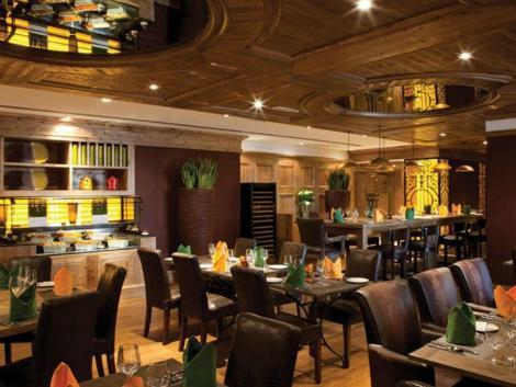 ドバイ: ラマダ プラザ ジュメイラ ビーチ レストラン