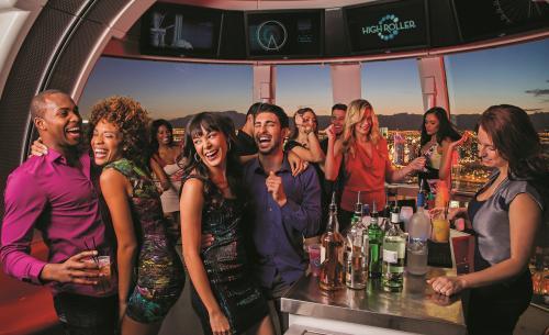 世界最大観覧車「ハイローラー」・ゴンドラ内でパーティーもできます!