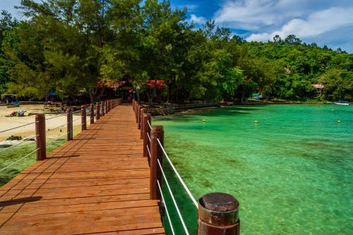 コタキナバル:美しい海が魅力のサピ島