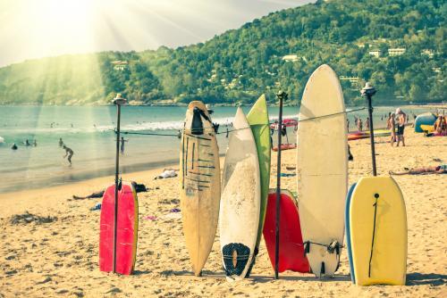 キレイな海でサーフィン イメージ