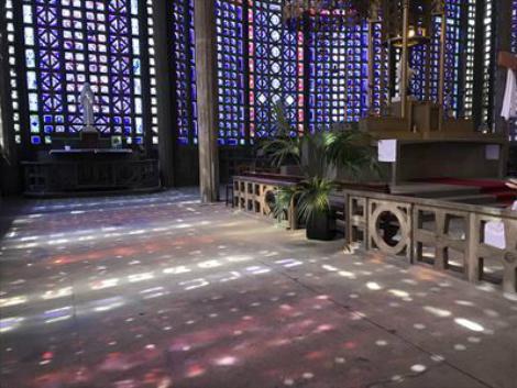 パリ郊外:ル・ランシーのノートルダム教会 内部
