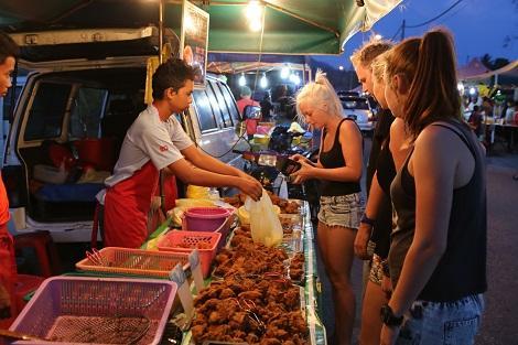 コタキナバル:ナイトマーケット