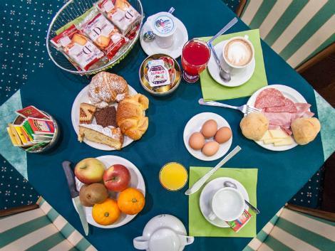 ミラノ:ホテル フローラ 朝食イメージ