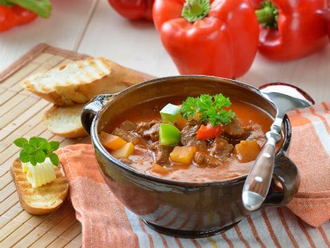 ◇ハンガリー伝統料理/グヤーシュ<パプリカのスープ>