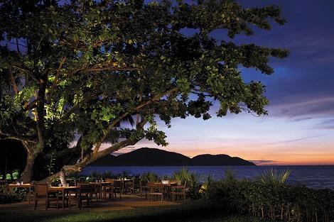 ペナン島:シャングリラズ ラサ サヤン Pinang Bar & Restaurant
