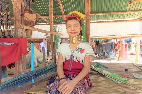 チェンマイ:カレン族(首長族)の少女