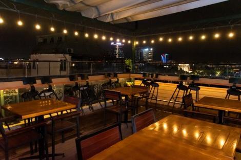 ハノイ パール ホテル:街並みを眺められる屋上バー