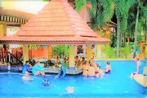 プーケット:バウマンブリ リゾート&スパ プール