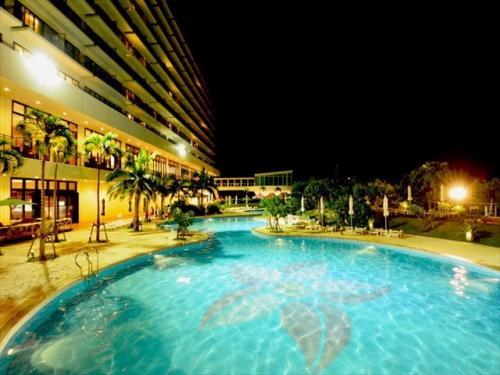 サザンビーチホテル&リゾート 夜のライトアップが美しい